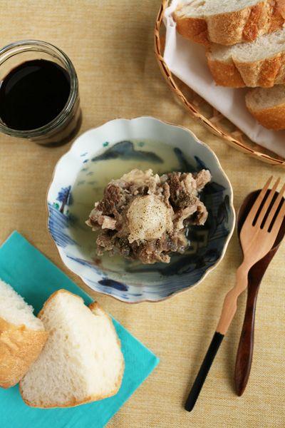 牛テールスープ - スバラ式生活 テールはぶつ切りにして、スープに。 コトコトコトコト5~6時間煮込んで、味付けは塩のみ。仕上げにブラックペッパーを挽きました。 あー、なんてテールスープって旨い ...