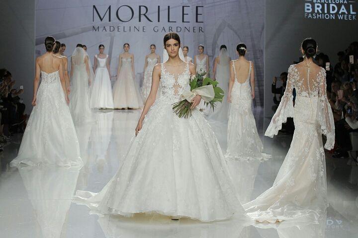 MORILEE MADELINE GARDNER 2018 В коллекции 2018 года бренд Morilee Madeline Gardner @morileeofficial в целом предлагает вниманию невест А-силуэтные платья и платья-русалки. Наряду с узкими моделями также представлены и пышные модели свадебных платьев  легкие и воздушные ткани аппликации кружева. Коллекция Morilee Madeline Gardner 2018  в летнем номере свадебного журнала BRIDE @brideandstyle и на bridemag.ru #bridemagru #невеста #мода #стиль #модель #платье #свадьба #скоросвадьба…