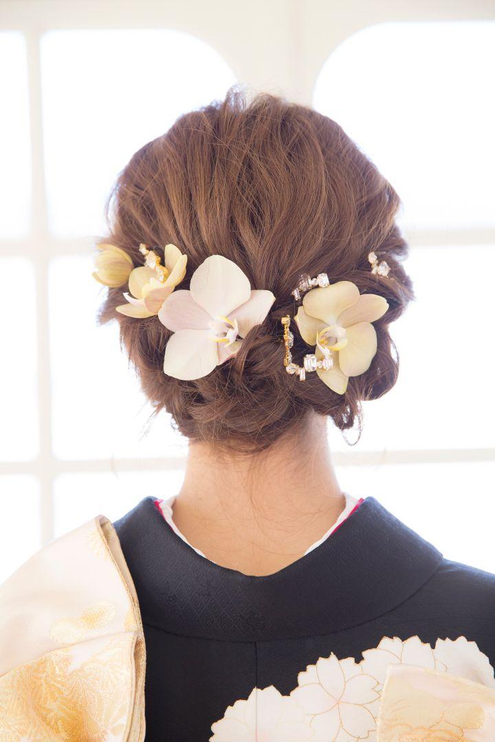 和の花でラインを描いた美人ヘアは和装にもぴったり