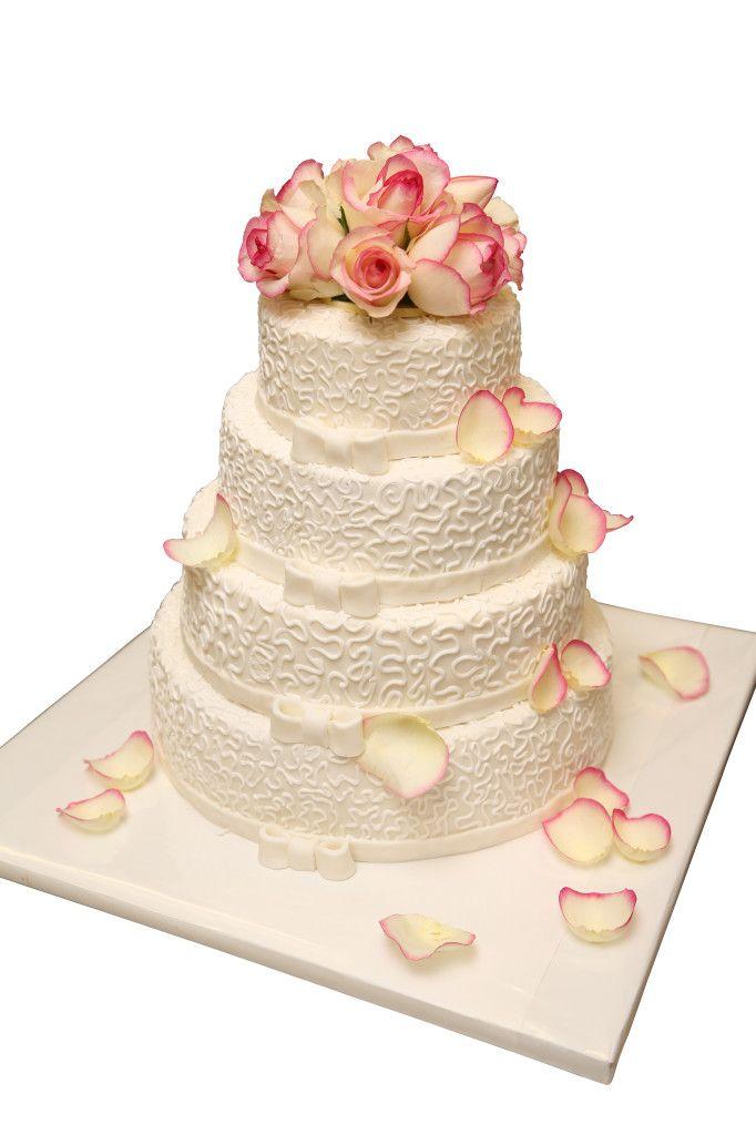 Torte mit frischen Rosen | Hochzeitstorten | Café Conditorei Albring-Rüdel