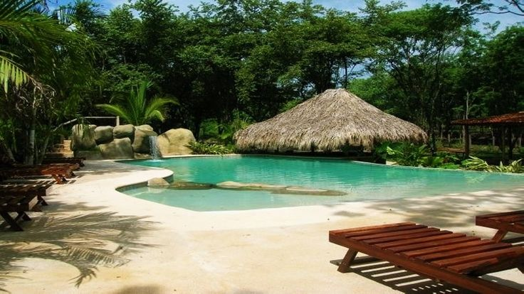 Autre vue de l'agréable piscine