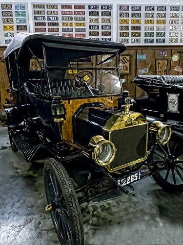 1914 Ford Model T Touring Car   ===>  https://de.pinterest.com/TimMakC/cruzin-the-highway/