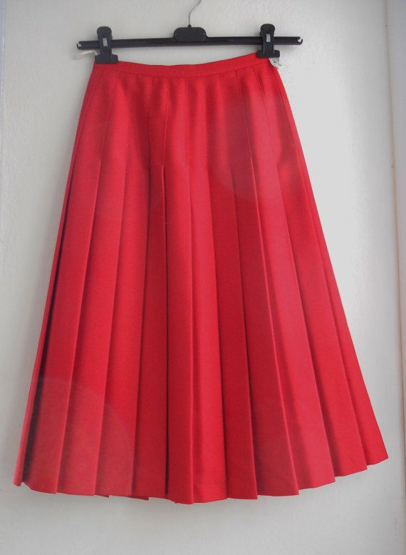 FREE Registered Shipping  Beautiful vintage 80s red by IL2C