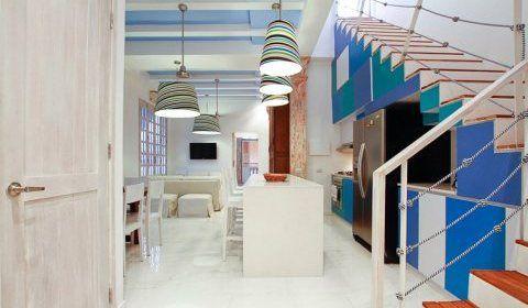 Colombia, Cartagena. Espectacular apartamento dúplex de tres habitaciones, recién renovado y muy espacioso, en el tercer piso de un edificio de auténtico estilo republicano. http://www.colombiaexclusive.com/inmobiliaria/larenta.php?idrenta=113#!prettyPhoto