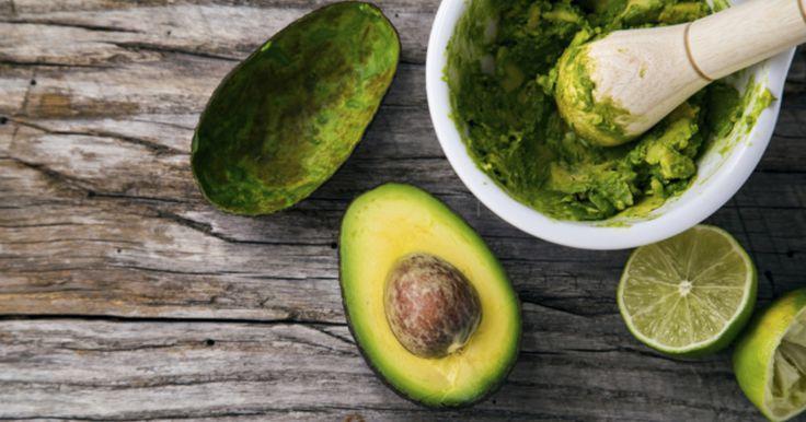 Vegane Brotaufstriche sorgen dafür, dass das Frühstück auch bei Veganern abwechslungsreich bleibt. Statt fertige Produkte zu kaufen, können Sie die pflanzlichen Lebensmittel auch ganz leicht selber machen.