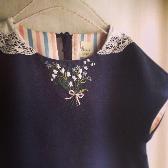 週末からはじまる岡山のkurumuさんのイベント用に新たに作ったワンピース。 すずらんと勿忘草の刺繍はウールで。