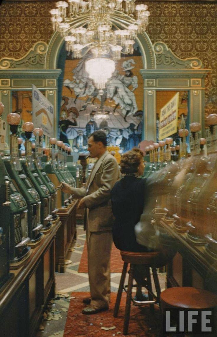 30 Amazing Color Photographs Captured Las Vegas' Nightlife in 1955