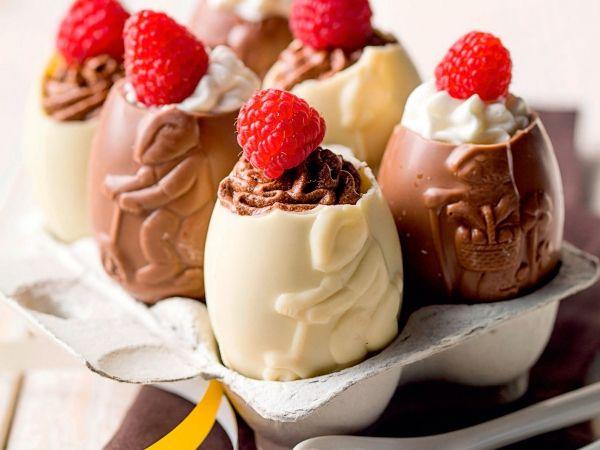 Paaseieren gevuld met chocolademousse