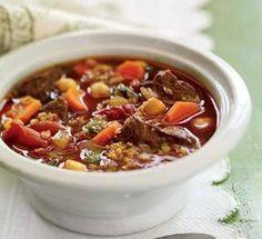 Voici un plat complet très riche en vitamines, et très léger, voici la recette pour faire une Soupe au boeuf, au bulghur et aux pois chiches.