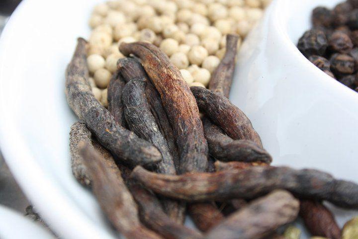 Auch bei Pfeffer bietet Ihnen Edora eine Auswahl bester Sorten - auserwählte Qualität aus den besten Anbaugebieten der Welt.    Hier finden Sie keine billigen Pfeffersorten aus China oder Vietnam. Auch werden bei EDORA...