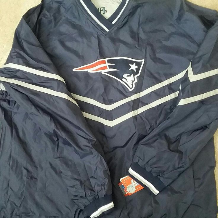 Selling this extremely rare error pullover long sleeve from NFL. It is reversible and has New England Patriots on one side and Philadelphia Eagles on the other.  It is on my ebay GreatFindsForever for a limited time only.  #football #nfl #newengland #newenglandpatriots #superbowl #philly #philadelphiaeagles #mensfashion #fashion #rare #style #sneakerhead #sneakers #nike #adidas #yeezy #tombrady #madden #gaming #gamer #videogames #retrogaming #playstation #nintendo #nintendolife #ninstagram…
