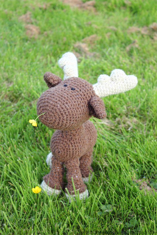 Amigurumi Moose Pattern Free : crochet moose snacking on buttercups random Pinterest ...