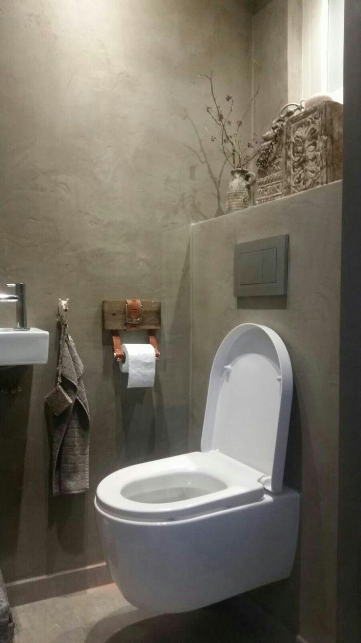 Toilet betoncire, tadelakt, leather belt hack. Switch-homedesign.