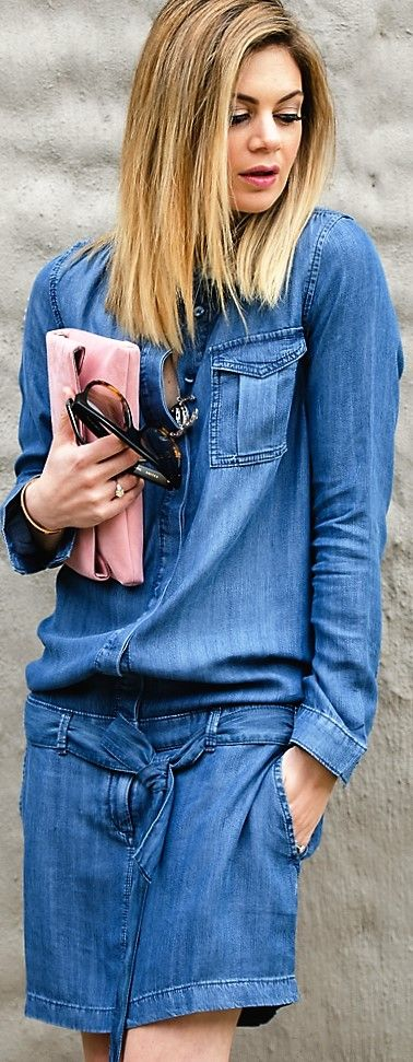 The blogger @whatwouldkarldo is so cute in her denim dress matched with a  rose clutch