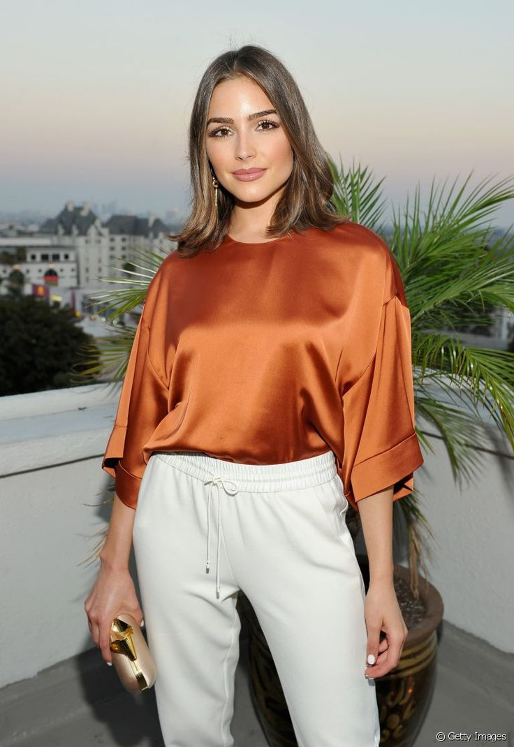 Olivia Culpo : on craque pour son look casual chic et son make-up nude