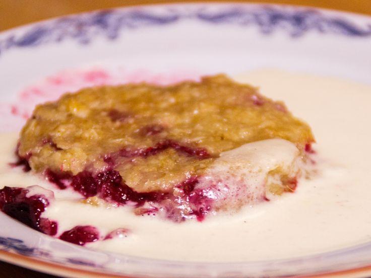 Knäckig hallonpaj med vaniljsås | Recept.nu
