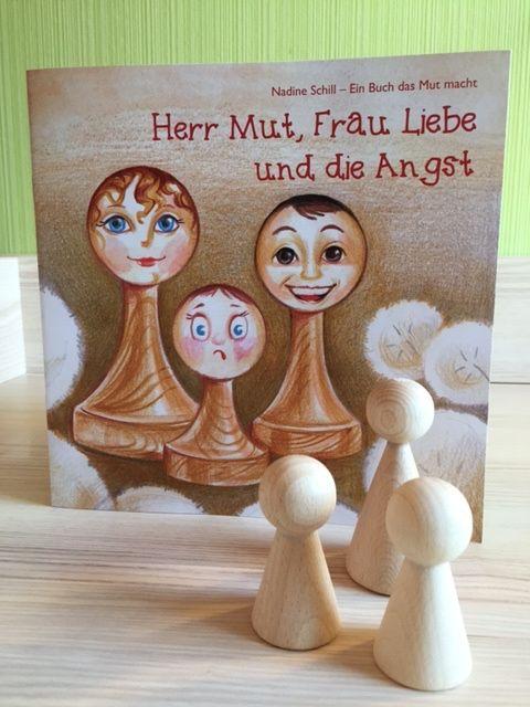 """Ein Kinderbuch das Mut macht """"Herr Mut, Frau Liebe und die Angst"""" ist ein Kinderbuch über das Mutigsein und wie Kinder Angst überwinden können. Empfohlen wir das Buch ab rund 2,5 Jahren. Zu dem Buch werden drei Holzfiguren..."""