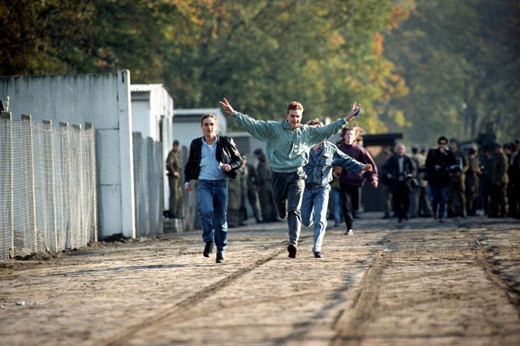 25 éve omlott le a berlini fal...