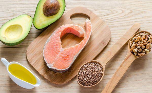 No todas las grasas alimenticias hacen engordar. Las siguientes 3 grasas naturales pueden ayudarte a mantener la salud y al mismo tiempo quemar grasa extra!