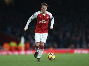 Mesut Ozil 'rejected Manchester United, Barcelona to sign new Arsenal deal'