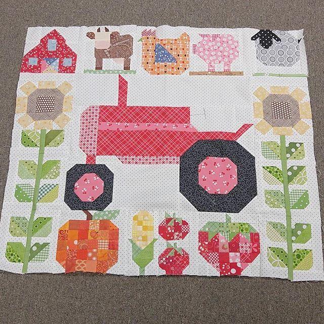 Looky at this adorable little Farm Girl Vintage quilt    It  39 s made by  sewbella50 and I love it     great job Fran   beeinmybonnet  farmgirlvintage  farmgirltractorblock  farmgirlfridays  farmgirlvintagefever