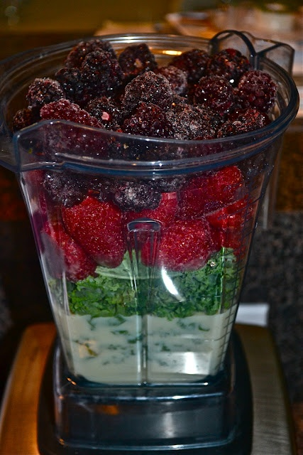 Berry Good Green Smoothie- Tons of smoothie recipes and other healthy goodies!