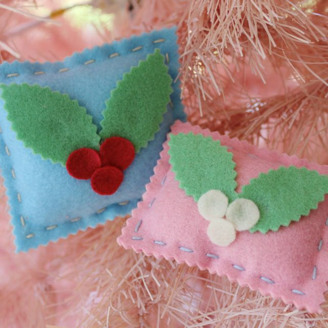 286 best christmas craft and sewing images on pinterest for Easy christmas felt crafts