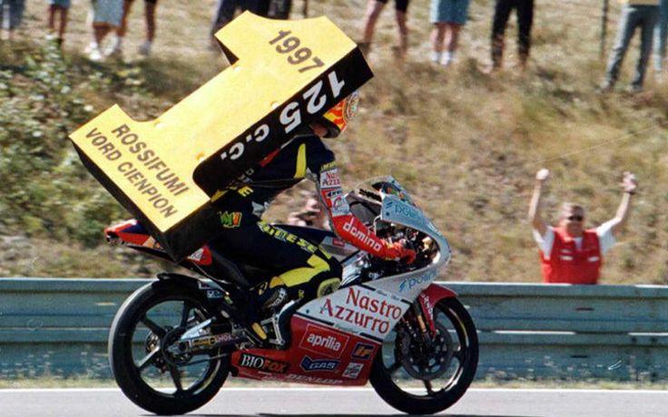 Valentino dopo aver vinto il suo primo motomondiale della classe 125
