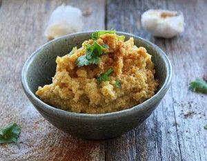 Prøv denne humus, som har en lækker cremet konsistens, med en lettere krydret smag af hvidløg, cayennepeber og spidskommen.