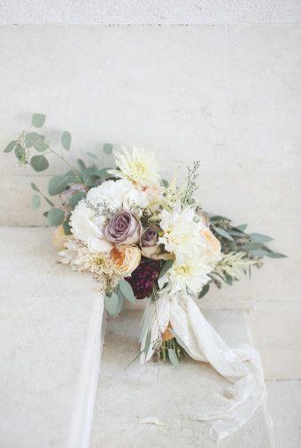 Loose bouquet for rustic wedding idea | An Elegant Rustic Wedding In Bali With Shades Of Serenity Blue | http://www.bridestory.com/blog/an-elegant-rustic-wedding-in-bali-with-shades-of-serenity-blue