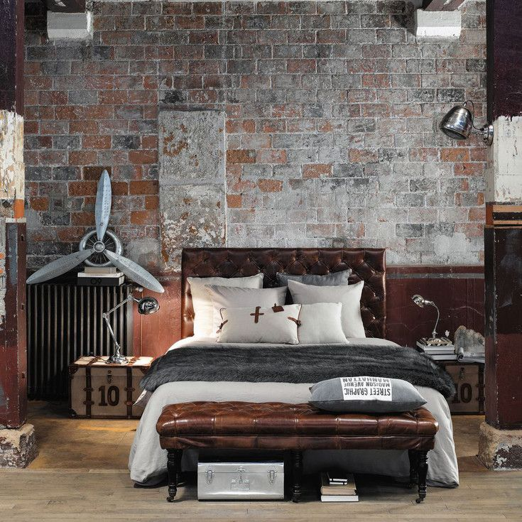 Bedroom | Maisons du Monde - industriële slaapkamer - Chesterfield bed