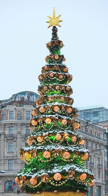 A New Year Tree, called Novogodnaya Yolka, is topped with a bright star and adorned with various sweets and treats. Big family celebrations that include gifts, lavish and elaborate foods, champagne, caroling, fairytales and fireworks displays are also part of the Russian tradition.