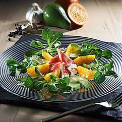 Königskrabben auf Avocado-Orangen-Salat