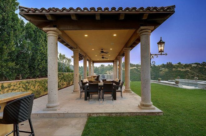 Outdoor Eating Area - like the pillars and surrounding, needs to be closed off back end and one side optional