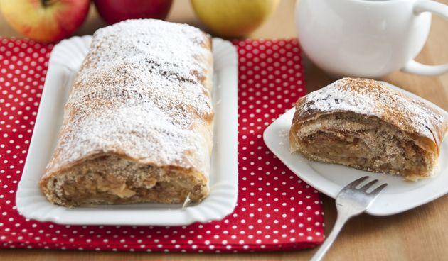 Met het koude weer is er niets fijner dan in de keuken staan om een heerlijke lekkernij te bakken. Kaneel en warme appel doen denken aan de wintermaanden en daarom is deze appelstrudel perfect om nu te maken! Ingrediënten (voor 8 porties) Voor het strudeldeeg – 200 g patentbloem – 1 snufje zout – 1 el Lees verder