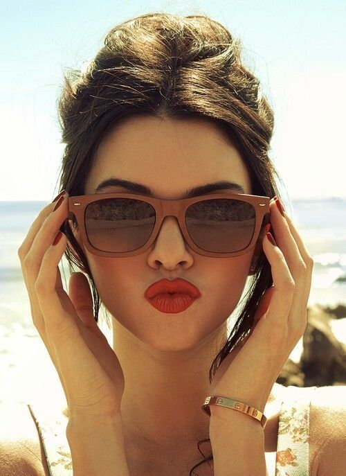 Brown sunnies and red lips