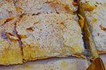 Αμέτρητες μπουγάτσες με κρέμα και με τυρί καταναλώνονται την παραμονή (και ανήμερα) της Πρωτοχρονιάς στην πόλη του Ηρακλείου. Λέγεται ότι το έθιμο καθιερώθηκε από τους χαρτοπαίκτες, που επέστρεφαν στα σπίτια τους μόλις έμπαινε ο νέος χρόνος και ήθελαν να γλυκάνουν την οικογένεια με τη χαρά του κέρδους τους...