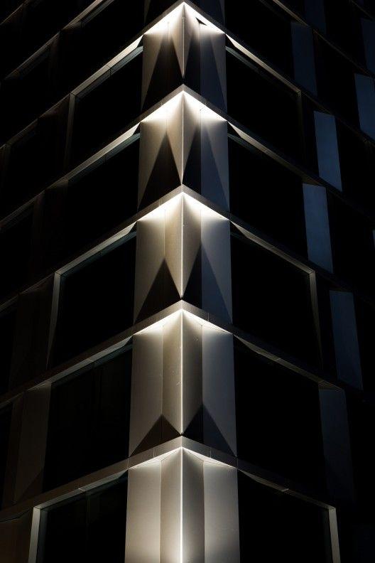 Proyecto de iluminaci n edificio alto oriente muro loy for Iluminacion exterior fachadas