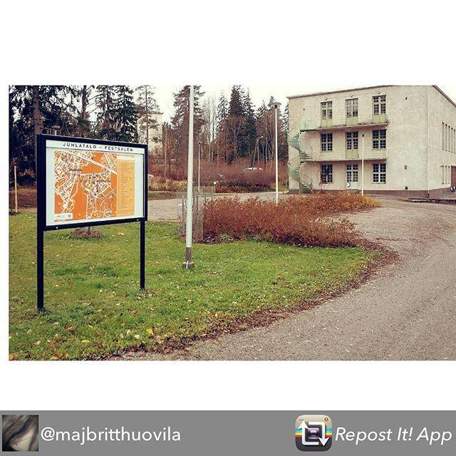 """Tule mukaan! Kom med!  Tämän jakoi @majbritthuovila - Ensiviikolla tiistaina  1.11. käynnistyy """"selfiet kotikulmilla"""" avoin valokuvaustapahtuma Nikkilän Oranssijopo reitillä. Mukaan lähteen monikymmenpäinen joukko oppilaita Nikkilän yläluokilta. Lisää tietoa  tapahtumaan ilmoittautumisesta fb/oranssijopo. #nikkilä #nickby #sipoo #sibbo #itäuusimaa #ostnyland #yhteisötaide #samfundskonst #communityart #sitespecificart #muistojennikkilä"""
