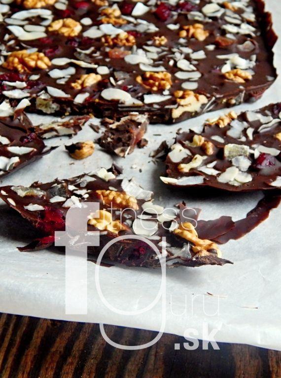 Domáca čokoláda s kandizovaným ovocím a orechami