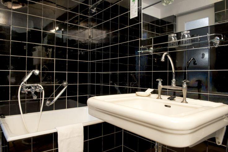 bathroom at Days Inn Hotel Kassel Hessenland
