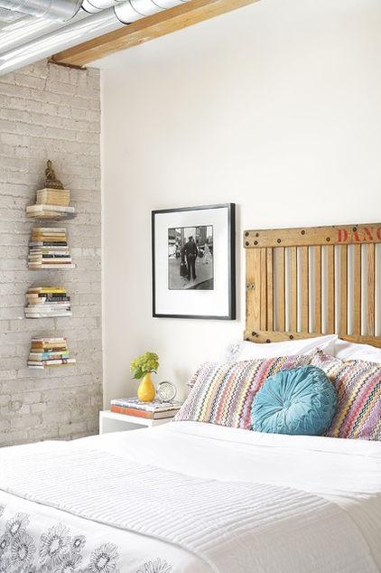 eclectic bedroom by Aristea Rizakos: Bookshelves, Idea, Floating Shelves, Brick Wall, Headboards, Bedrooms Design, Books Shelves, Wall Shelves, Eclectic Bedrooms