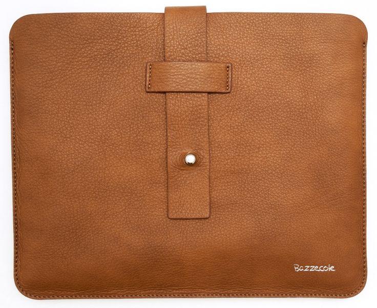 MILANO è l'elegante custodia in pelle Bazzecole per #Tablet  #iPad e #Samsung #Custodia #fashion #Moda #Style #Madeinitaly #Bazzecole #Handmade #Milano
