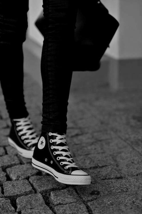 Scene Girl Fashion Tip Nº13: Converse All Star Chuck Taylors - http://ninjacosmico.com/22-style-tips-scene-girl/