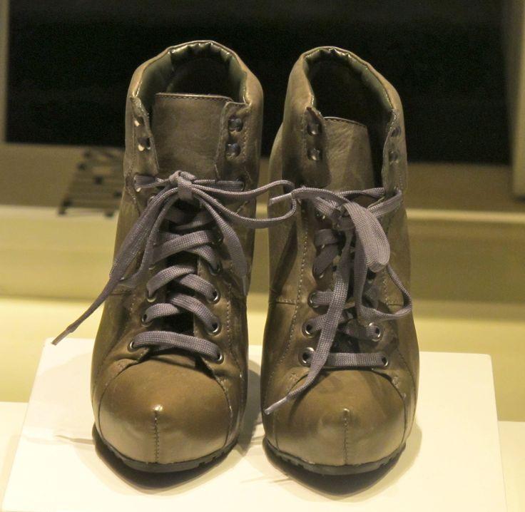 Desde que vi uma foto de Barbara Martelo usando suas Balmain ankle boots com estampa de oncinha um desejo até então inexistente 'brotou' em mim (e não é assim que acontece quando alguém que tem um estilo que a gente gosta aparece usando algo diferente?). Missão: eu tinha que encontrar uma parecida para minhas produções …