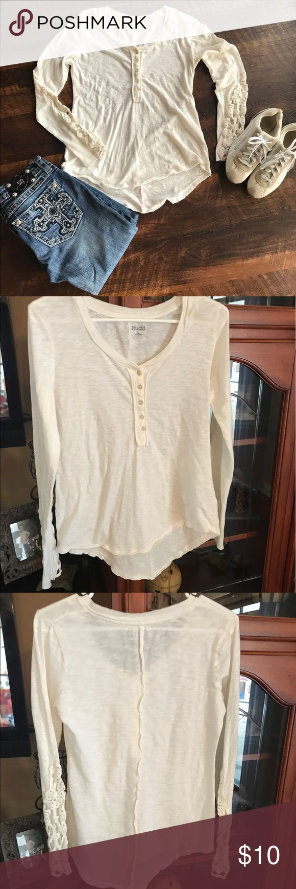 🌺Cream long sleeve top Mudd Cream color long sleeve top with cute cut out sleeves. Size Junior Large Mudd Tops Tees - Long Sleeve