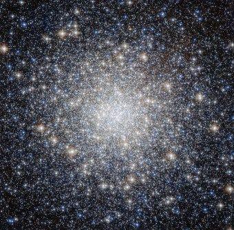 L'ammasso stellare globulare Messier 92 ripreso dal telescopio spaziale Hubble. Crediti Nasa-ESA and the Hubble Heritage Team