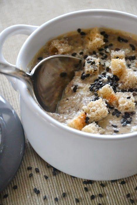 """Vellutata di ceci neri al sesamo e panna acida - Ricetta tratta dal blog di Monica:""""http://lamammapasticciona.blogspot.it/"""" - Mini cocotte in gres smaltato colore cotton #food #cucina #ricette #vellutata"""
