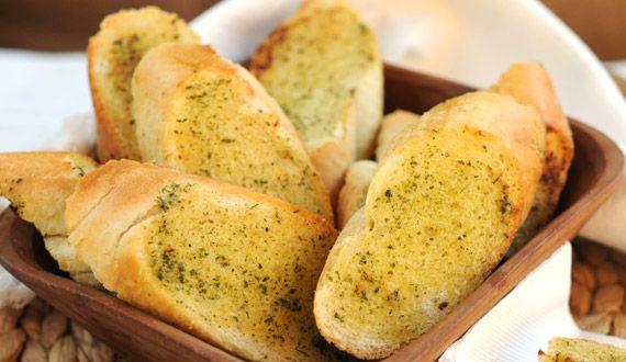 Pan de ajo. Muy rápido de preparar y sabroso.