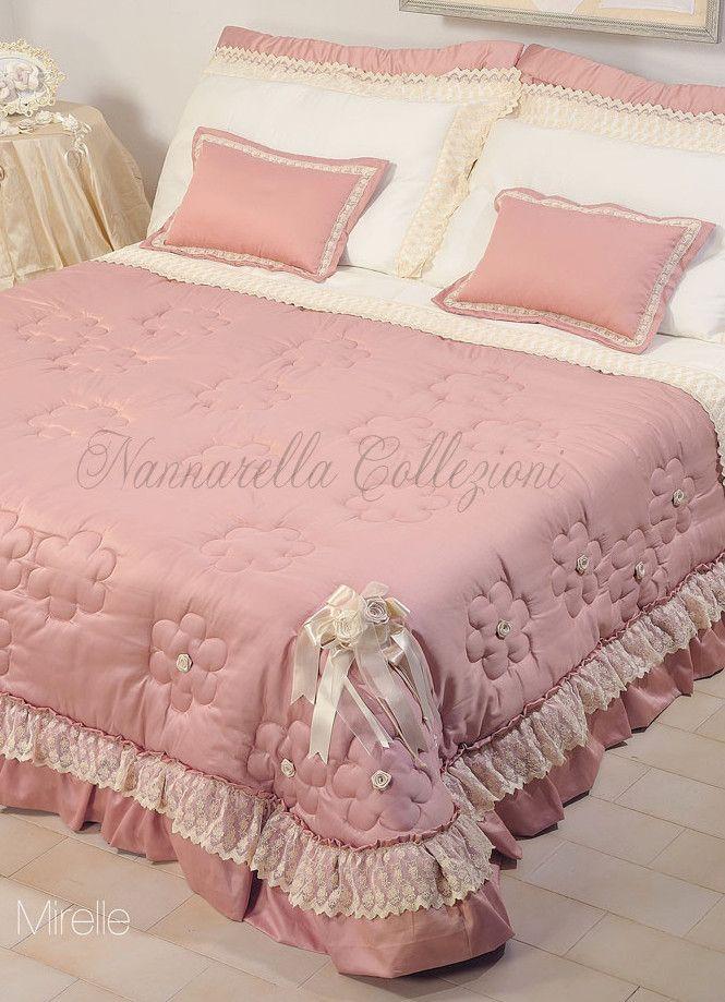 Completo per camera da letto composto da 5 pezzi(Trapunta + 2 cuscini da Testata o 2 Copriguanciali + 2 Cuscini d'Arredo), acquistabili anche